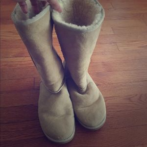 UGG boots sand / tan great condition